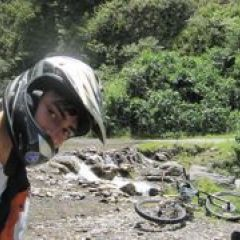 Cycling to coroico through las yungas0bx