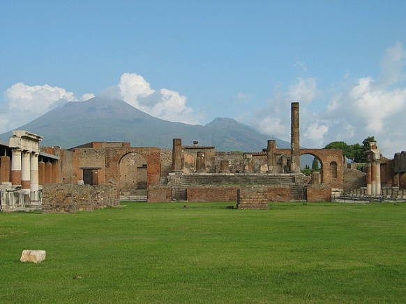 Exploring the Phenomenal Ruins of Pompeii Featured Image