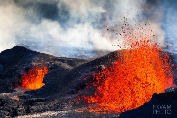 Explosively Awesome Close-Up Images of a Volcano Spewing Fiery Lava in Iceland Featured Image