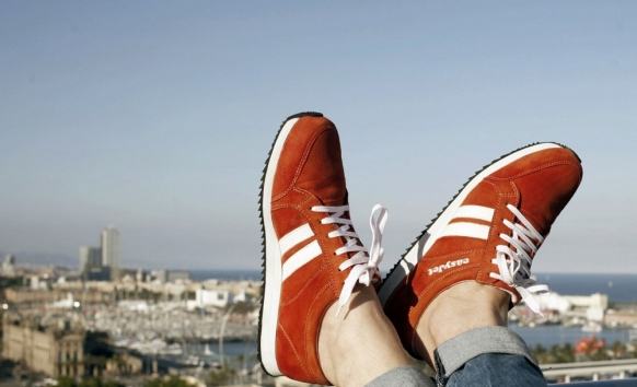EasyJet develops 'smart' shoes for tourists Featured Image