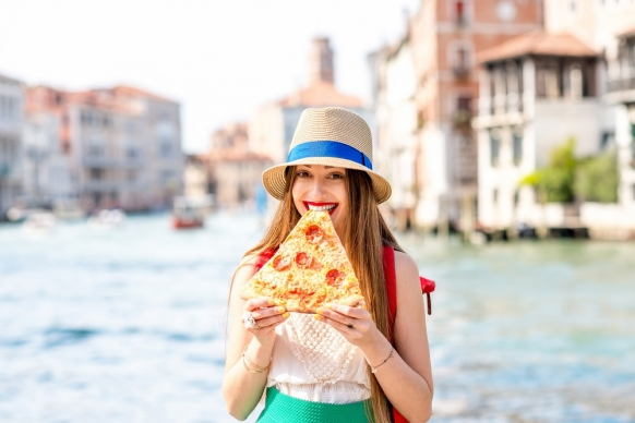Why is Venice cracking down on pizza? Featured Image