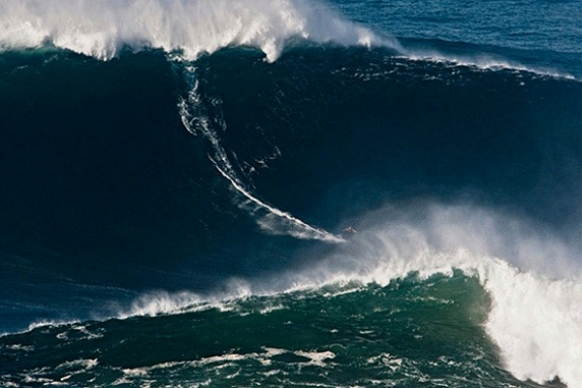 McNamara surfs on the world's largest wave ever ridden Featured Image