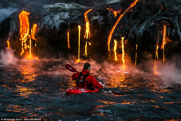 Daredevils go kayaking on lava Featured Image