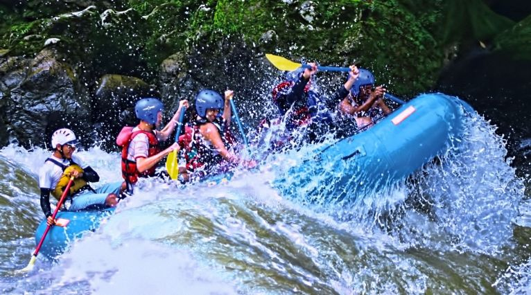 Experience the extremes of Costa Rica
