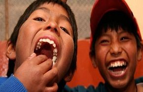 Volunteer with Children in Cuzco, Peru