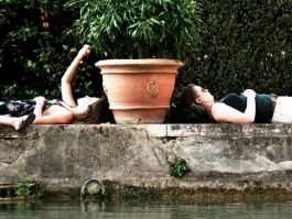 Resting in the gardens at the Villa: Este in Tivoli